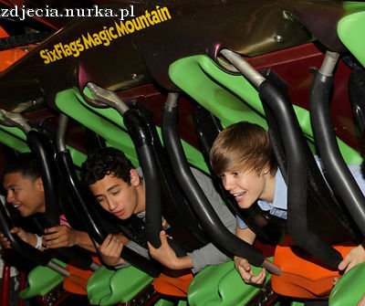 http://images2.fanpop.com/image/photos/12000000/Candids-2010-May-8th-Six-Flags-Magic-Mountain-Credit-Justin-B-Org-justin-bieber-12091127-400-335.jpg