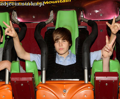 http://images2.fanpop.com/image/photos/12000000/Candids-2010-May-8th-Six-Flags-Magic-Mountain-Credit-Justin-B-Org-justin-bieber-12091129-400-328.jpg