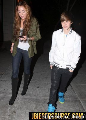http://images2.fanpop.com/image/photos/12100000/Justin-and-Miley-dinning-n-Ari-ya-at-Beverly-Hills-centre-justin-bieber-12109304-288-400.jpg