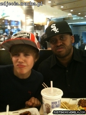 http://images2.fanpop.com/image/photos/13200000/-Personal-Pictures-Twitter-justin-bieber-13256752-300-400.jpg