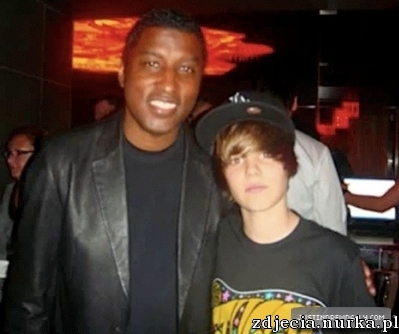 http://images2.fanpop.com/image/photos/13200000/-Personal-Pictures-Twitter-justin-bieber-13256844-399-334.jpg