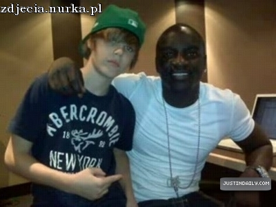 http://images2.fanpop.com/image/photos/13200000/Personal-Pictures-With-Celebrities-justin-bieber-13256915-400-301.jpg