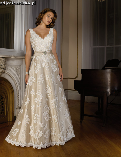 http://www.chineseweddingdressonline.com/images/wedding/Wedding_Justin_Alexander_Collection/8332.jpg