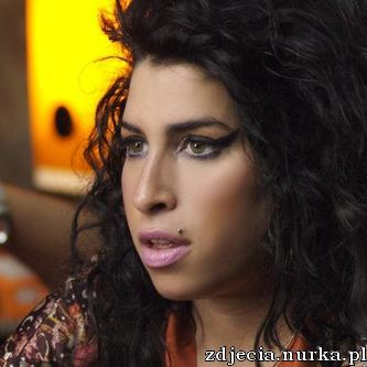 http://www.zoegriffin.co.uk/blog/wp-content/uploads/2009/09/amy-winehouse24.jpg